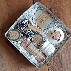 Mom To Be Box new mom box Bridesmaids gift bride box Diy Birthday Gifts For Friends, Gift Box Birthday, Mother Birthday Gifts, Gifts For Mom, Mom Birthday, Girl Gifts, Wine Gift Baskets, Basket Gift, Chamomile Essential Oil