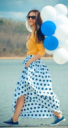 like the outfit (and baloons!)