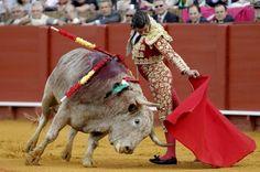 Morante de la Puebla, en imagen de archivo, durante una actuación en la plaza de toros de la Real Maestranza de Caballería de Sevilla
