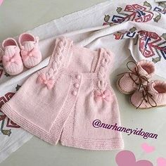 This Pin was discovered by HUZ Baby Knitting Patterns, Baby Dress Patterns, Crochet For Kids, Knit Crochet, Baby Vest, Baby Sweaters, Little Girl Dresses, Pulls, Kids Fashion