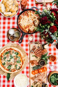 How to Host a Picture Perfect Pizza Party (build your own pizza party), entertaining, easy entertaining, dinner party!
