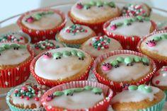 Raupe Nimmersatt Muffins Geburtstag Jules kleines Freudenhaus Mini Cupcakes, Birthday, Desserts, Food, Hungry Caterpillar Party, Essen, Projects, Crafting, Recipies