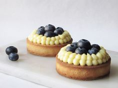 Blueberry Tarts with white chocolate Lollipop Candy, Candy Cookies, Sweet Tarts, Baking Recipes, Tapas, Bakery, Cheesecake, Food And Drink, Cupcakes