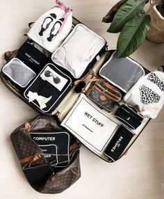 Keep track of your stuff while traveling. Travel Capsule, Travel Wear, Travel Packing, Travel Luggage, Travel Style, Travel Bags, Packing Cubes, Travel Organization, Organizing Bags