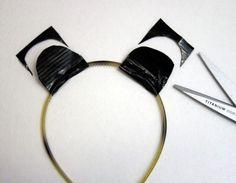Duct tape animal ears headband craft for kids - pretend play, halloween, etc. Diy Unicorn Headband, Headband Crafts, Ear Headbands, Panda Costumes, Panda Costume Diy, Bear Costume, Unicorn Costume, Animal Costumes, Panda Party