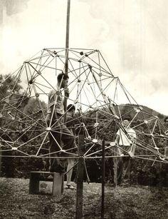 Buckminster Fuller's classes - Black Mountain College, North Carolina. Carolina Do Norte, North Carolina, Asheville, Black Mountain College, Temporary Architecture, Buckminster Fuller, Wood Arch, John Cage, Franz Kline