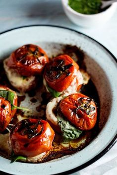 Spin on Caprese salad; Roasted Caprese tomatoes with Basil dressing. I Love Food, Good Food, Yummy Food, Vegetarian Recipes, Cooking Recipes, Healthy Recipes, Cooking Tips, Keto Recipes, Spinach Recipes