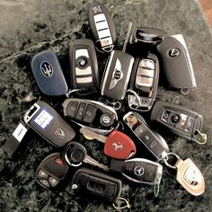 Is this how you keep your keys and valuables today? What does each key cost? What does the car cost that the key gives access to? And what does it cost on time if one of the parts gets lost? Dream Cars, Chapo Guzman, Lux Cars, Pink Cars, Fancy Cars, Best Luxury Cars, Car Keys, Expensive Cars, Car In The World