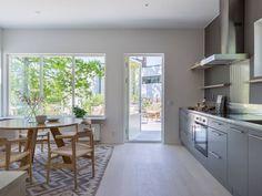 Une banquette derrière la fenêtre - A part ça ... Banquette, Kitchen, Table, Furniture, Home Decor, Small Places, Home, Cooking, Decoration Home