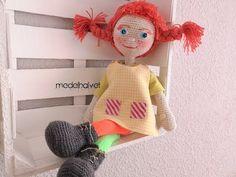 Pipi calzaslargas amigurumi crochet patron gratis Crochet Amigurumi Free Patterns, Crochet Doll Pattern, Knitted Dolls, Crochet Dolls, My Little Pony Birthday, Doll Tutorial, Sewing Dolls, Doll Maker, Stuffed Toys Patterns