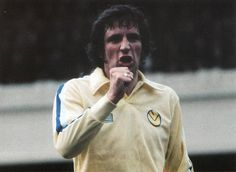 Circa Leeds United and England defender Norman Hunter giving someone a verbal blast. Retro Football, Vintage Football, Football Jerseys, The Damned United, Norman Hunter, Class Games, Hard Men, Leeds United, Football Pictures