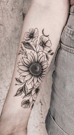 Celebrate the Beauty of Nature with these Inspirational Sunflower Tattoos - awe. - Celebrate the Beauty of Nature with these Inspirational Sunflower Tattoos – awe… – Celebrate - Vintage Blume Tattoo, Vintage Flower Tattoo, Tattoo Oma, Make Tattoo, Flower Bouquet Tattoo, Flower Tattoo Arm, Realistic Flower Tattoo, Small Flower Tattoos, Sunflower Tattoos