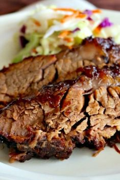 Tender oven cooked barbecue brisket ìs marìnated wìth sìmple ìngredìents overnìght and then cooked on low heat yìeldìng a smokey tender flavor! Best Dinner Recipes Ever, Delicious Dinner Recipes, Healthy Recipes, Meat Recipes, Gourmet Recipes, Cooking Recipes, Yummy Food, Slow Cooker, Foodies