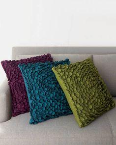 Google Image Result for http://www.elledecor.com/cm/elledecor/images/rJ/bedroom-decorating-under-100-04-lgn.jpg