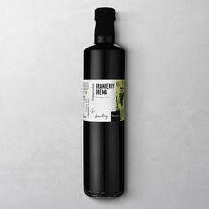 Der besondere Geschmack süß-herber Cranberrys zeichnet diese Crema aus. Mit der typisch dunklen Balsamico-Note und einem fein-fruchtigen Charakter passt sie ideal in kräftige Salatdressings und zu einer gemischten Käseplatte.