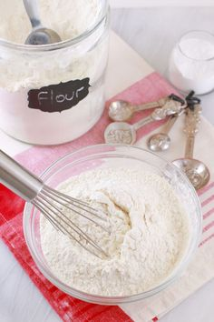How to make Self-Raising Flour (Bold Baking Basics): Make it at home easily. All you need is flour and baking powder. Baking Basics, Baking Tips, Baking Recipes, Scone Recipes, Baking Hacks, Quick Easy Desserts, Fun Desserts, Dessert Recipes, Quick Meals