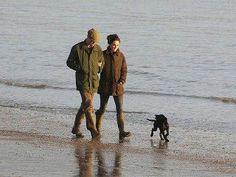 Prince William and Catherine take their new puppy, Lupo, for stroll along the water in Anglesey, Wales. Princess Kate Middleton, Kate Middleton Prince William, Kate Middleton Photos, Prince William And Catherine, William Kate, Princesa Kate, New Puppy, Dog Photos, British Royals