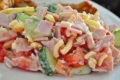 Zutaten 4 Tomate(n) 1 Salatgurke(n) 400 g Käse, (Emmentaler), gestiftelt . Law Carb, Best Pasta Salad, Healthy Recepies, Cheese Salad, Eat Smart, International Recipes, Grilling Recipes, Tortellini, Superfood