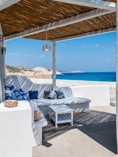 Aerides Mandrakia Milos || Located in the picturesque fishing village of Mandrakia, Aerides Mandrakia Milos is a holiday home boasting a sun terrace. The holiday home is equipped with air conditioning and free WiFi.