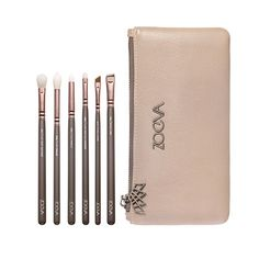 The ZOEVA En Taupe Brush Set is a special edition brush set in a taupe coloured design containing an exclusive selection of 6 high quality eye brushes for subtle everyday makeup to seductive smoky eyes. Best Brushes, Best Makeup Brushes, Makeup Brush Set, Best Makeup Products, Mascara, Eyeliner Brush, Winged Eyeliner, Zoeva Brushes, Essential Makeup Brushes