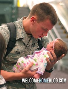 a soldier setting his eyes upon his baby for the first time. he's looking at her like she's made of gold. ♥