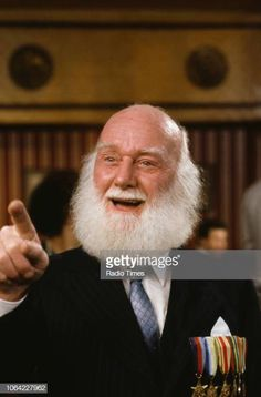 Actor Buster Merryfield in a pub scene from episode 'He Ain't Heavy He's My Uncle' of the television sitcom 'Only Fools and Horses' January 1991 Only Fools And Horses, British Comedy, Comedy Tv, The Fool, Comedians, January, Drama, Sketch, Scene
