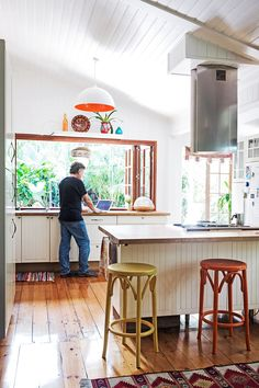 Take a tour of this stunning revamped Queenslander in Coolum, decorated in a quirky, vintage style. Queenslander House, 1930s House, Kitchen Stools, Open Plan Living, Home Reno, Kitchen Interior, Home And Living, Home Kitchens, Beautiful Homes