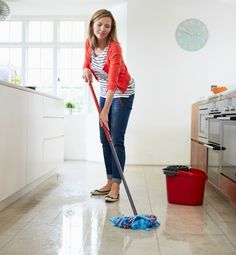 The Mommy Envy Spring Cleaning Series. The best tips for cleaning floors! Hardwood floors are not hard to maintain if done the right way! best frugal tips