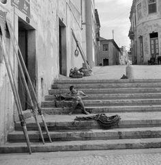 Sesimbra, anos 50. Fotografia: Artur Pastor. Via: https://twitter.com/almaradona/status/600761200440410112