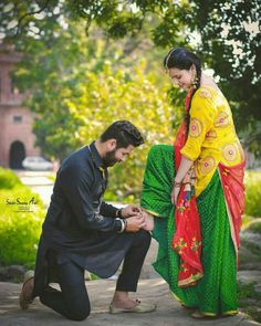 Wedding Photography Poses Hindu For 2019 Pre Wedding Poses, Pre Wedding Photoshoot, Wedding Shoot, Wedding Couples, Married Couples, Wedding Pics, Wedding Ideas, Indian Wedding Couple Photography, Couple Photography Poses