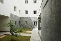 A look at the School of Planning and Architecture (SPA) in Vijayawada Architecture Student, Architecture Design, Student House, Stone Cladding, Hot And Humid, School Building, Private School, Brutalist, How To Level Ground