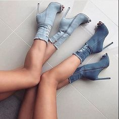 Are you looking for the stylish shoes and sandals for women? We have the amazing collection of comfortable stylish sandals and fashion shoes for ladies which can be perfect for any special event. Dr Shoes, Cute Shoes, Me Too Shoes, Shoes Heels, Jeans With Heels, High Jeans, Denim Heels, Jeans Shoes, Heeled Boots