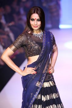 Bipasha Basu walks the ramp for Gitanjali (Nakshtra). #Bollywood #Fashion
