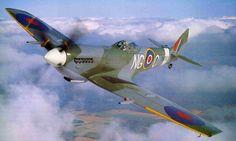 Supermarine Spitfire:  - Fabricante: Supermarine  – País: Inglaterra  Manobrabilidade: 5  Poder de fogo: 4  Velocidade: 5  * Foi um dos principais caças da guerra, sendo usado durante todo o conflito pela Inglaterra tendo um motor potente, boa manobrabilidade e era bem armado com canhão e metralhadoras. Era o primeiro avião movido a pistão que chegava até 500 km/h.