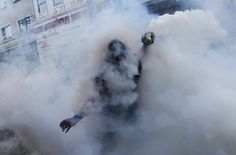 imoth: tear gas bombs thrown by police at turkish rebels