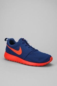 newest a89a0 626a8 Nike Roshe Run Sneaker - Urban Outfitters