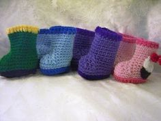 """free rainboot bootie Crochet Pattern  Hook Size F= 0-6months = 3.6""""  Hook Size G= 6-12 months = 4""""  From sandyscapecodoriginals.blogspot.gr  Bookmark her site, as it is one of the great ones!"""