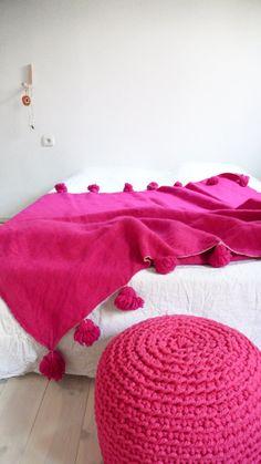 Moroccan POM POM Wool Blanket  Pink por lacasadecoto en Etsy, €130.00