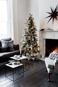 Glacier | Christmas Inspiration | Living Inspiration | Create a cosy festive space with chic Christmas accessories at Amara!