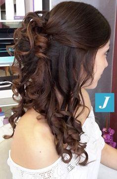 Sfumature color cioccolato per non stravolgere il colore naturale della nostra amica. Poi un raccolto chic per un'occasione speciale... #cdj #degradejoelle #tagliopuntearia #degradé #igers #musthave #hair #hairstyle #haircolour #haircut #longhair #ootd #hairfashion