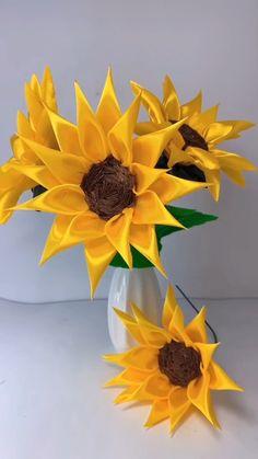 Diy Crafts For Home Decor, Diy Crafts Hacks, Diy Crafts For Gifts, Creative Crafts, Paper Flowers Craft, Diy Flowers, Fabric Flowers, Fabric Flower Tutorial, Sunflower Crafts