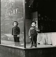 Ideal Laundry, New York City 1946, photo by Arthur Leipzig