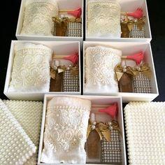 Kits para lembranças.#difusor #sabonete #handSoap #toalhabordada #toalha #caixa #caixapersonalizada #lembrança #presente #pérolas #lindo