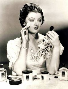 Myrna Loy shows us how to put the finishing touches on the perfect flapper look!