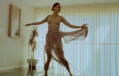 Rose McGowan dances au naturel in the privacy of her Californian hideaway