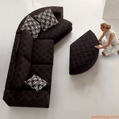 Boston Corner | Sofa with round end element and matching pouf