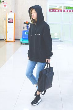 Twice-Jeongyeon 180918 Gimpo Airport from Japan Airport Fashion Kpop, Kpop Fashion, Korean Fashion, Fashion Outfits, Suwon, Kpop Girl Groups, Kpop Girls, Kpop Mode, Twice Jungyeon