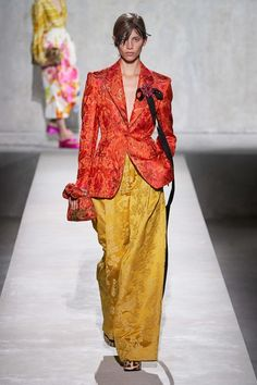 Dries Van Noten Spring 2020 Ready-to-Wear Fashion Show - Vogue Fashion Week, Fashion 2020, Runway Fashion, Fashion Show, Womens Fashion, Fashion Design, High Fashion, Dries Van Noten, Mein Style