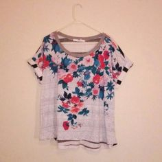 Beautiful shirt ✅Priced to sell ❌No offers  ❌No Trades  ✅Bundle 2 or more save 10%   Adorable loose fit tee Tops Tees - Short Sleeve