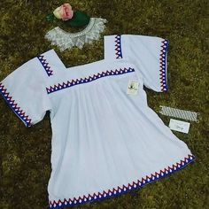 Blusa con detalles #gnobe en colores patrióticos $35.00 Talla M #Chaquira a juego con #pulsera en #blanco y #plateado 35.00 Nightgown, Templates, Folklore, Blouse Styles, Embroidered Dresses, Fabrics, Clothing Alterations, Embroidered Blouse